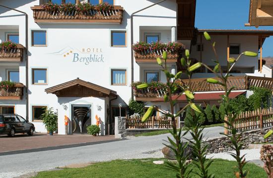 Vista frontale dell'Hotel Bergblick