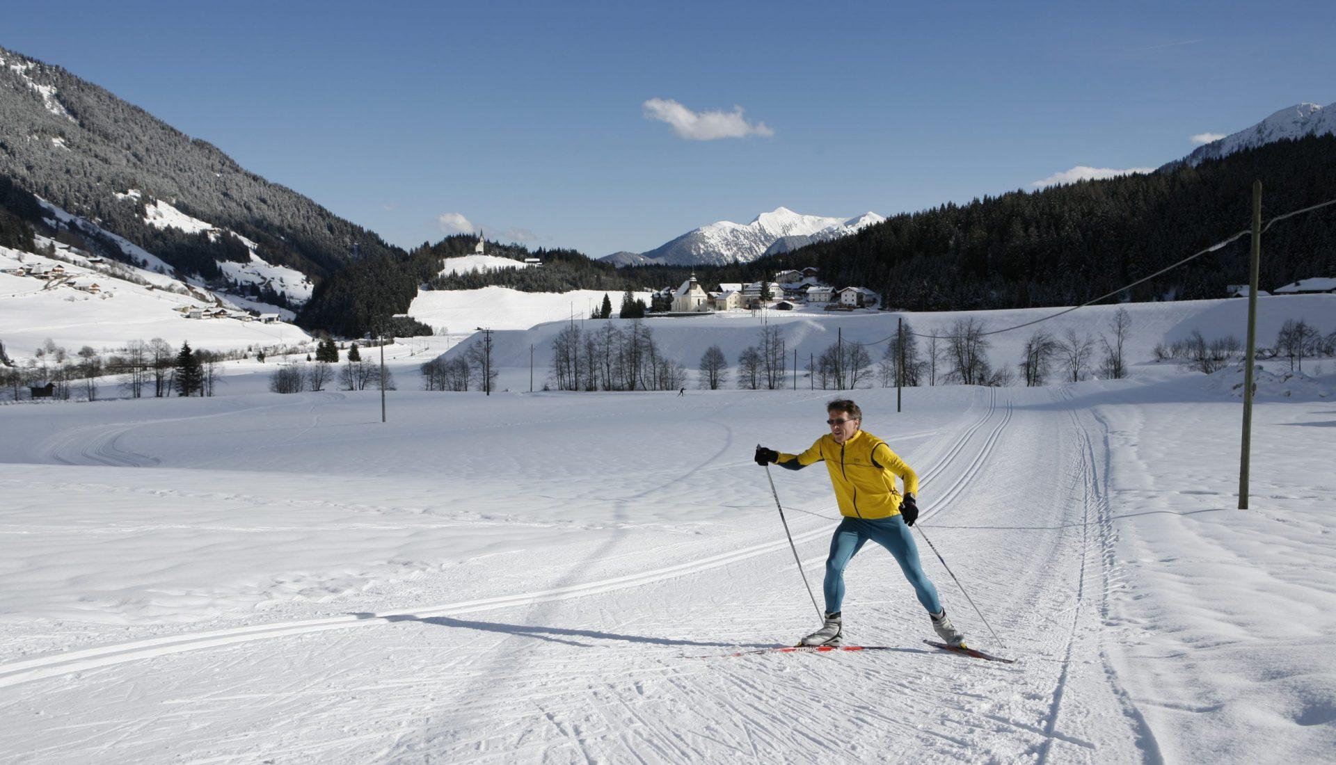 Langläufer auf Schneepiste