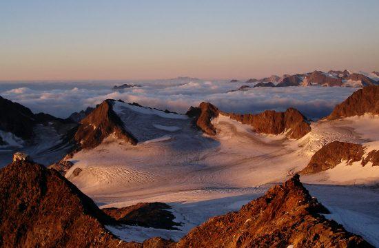 Sopra le cime delle montagne dell'Alto Adige